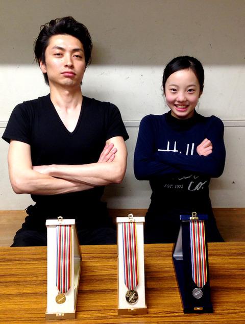 本田真凜が田村岳斗コーチに戦勝報告。教え子の活躍に田村岳斗も大満足