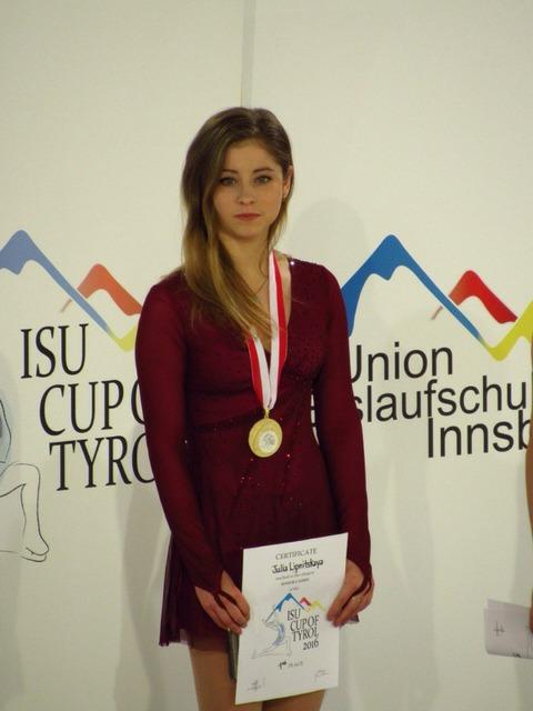 リプニツカヤ選手が号泣。オーストリアで行われたカップ・オブ・チロル杯2016で見事に優勝を飾る