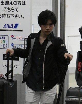 世界選手権から宇野昌磨が帰国。「新しく闘志がみなぎってきた。きょうから練習します」と早速リンクへ向かった。