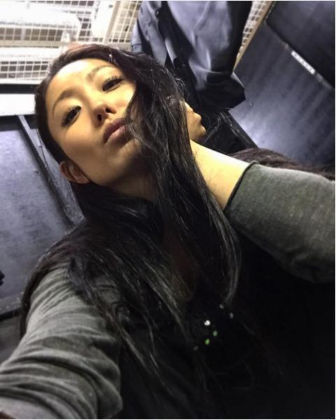 安藤美姫がいつもと雰囲気が違う写真を公開。クール美人だけど切ない表情に心配する声も・・・