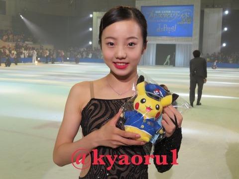まるでお人形さんみたい。アイスショーで活躍する本田真凜ちゃんの笑顔がとっても可愛らしい