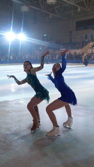 村上佳菜子と本郷理華が衣装チェンジ。PIW八戸公演では各選手達が衣装を交換して観客を盛り上げる。