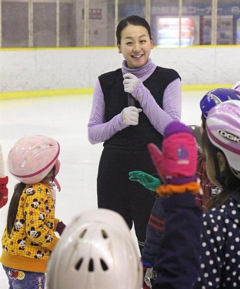 子供達も夢中。ザ・アイス北九州公演をPRするため浅田真央が福岡市でスケート教室を開く