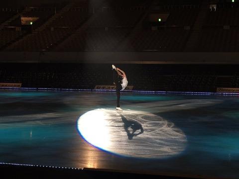 ファンタジー・オン・アイス札幌2016。本田真凜やトップスケーターが氷上、豊かに演技。ケガの情報も出てるけど大丈夫かな?