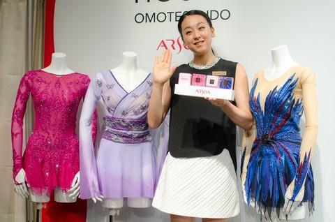 浅田真央がアルソアポップアップハウスの一日店長イベントに参加&新プログラム「ショートは黒、フリーは赤」のイメージと発表