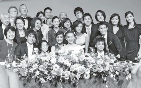 小塚崇彦が横綱白鳳とのツーショット写真を公開&披露宴では豪華な関係者が招待され華やかでセレブな雰囲気が凄い