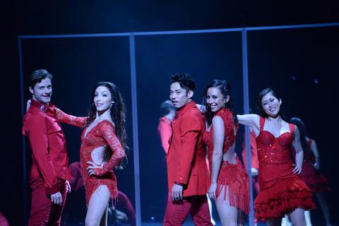 高橋大輔が愛をテーマに舞い踊る「LOVE ON THE FLOOR」情熱的に開幕!