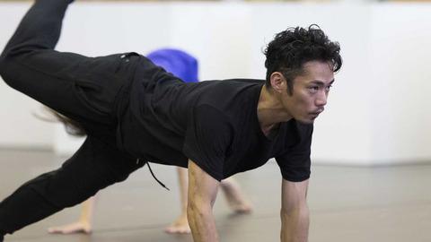 高橋大輔がLOVE ON THE FLOORの公開練習で激しいダンスを披露