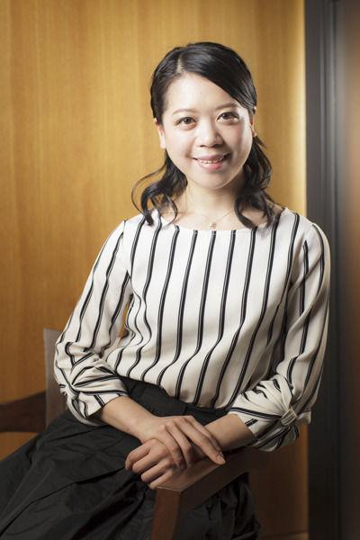 鈴木明子さんが笑顔で婚約報告。お相手は「ほんわかした」小学校の同級生。仲間たちも祝福