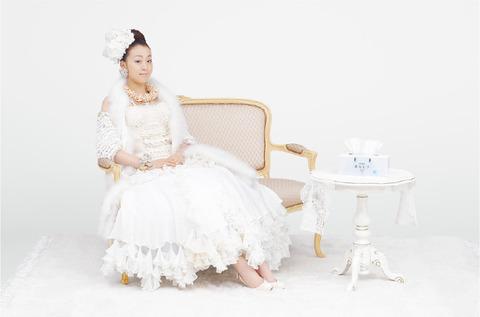 浅田真央がネピア鼻LABOの名誉会長に就任。女王様風の挨拶動画を公開