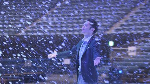 今夜放送のNEWS ZEROに高橋大輔がキャスターとして登場。ディズニーオンアイスの舞台裏を取材