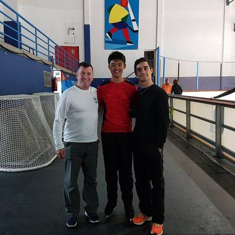 ハビエルがオーサーコーチと並んで写真を公開。生徒のレッスンにも熱心に力を入れているようだ