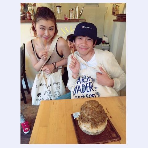 大阪で村上佳菜子さんが一口おばさんに?織田信成さんと一緒に食べるかき氷のインパクトが凄い