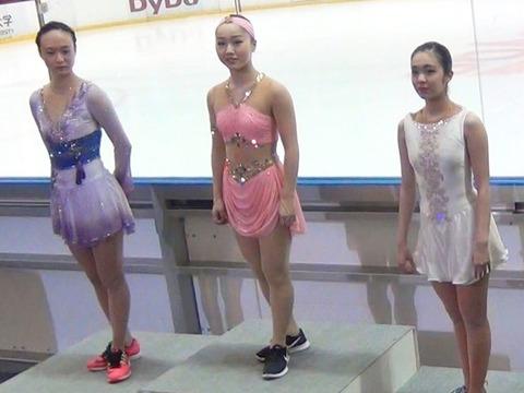 シニア初戦。東京夏季フィギュアスケート競技大会2016で樋口新葉が優勝。衣装も個性的でインパクトが強い