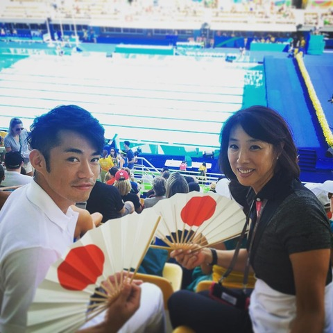 高橋大輔さんが小谷さんとシンクロ観戦。髪型が変わっていて若く見えると話題に