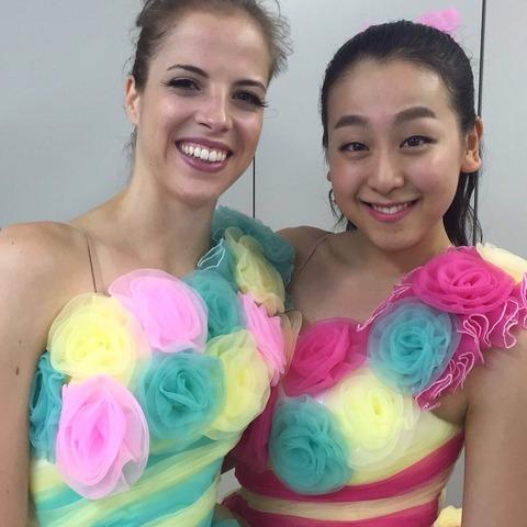カロリーナ・コストナー選手が浅田真央ちゃんとキュートで可愛いツーショット写真を公開