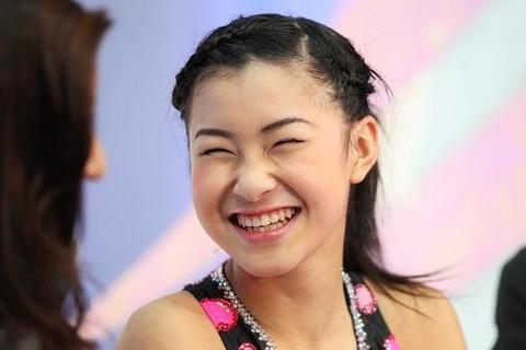 村上佳菜子選手の笑顔にはいつも癒される。どんなに追い込まれてもめげない性格にファンも温かく見守っているみたいだ