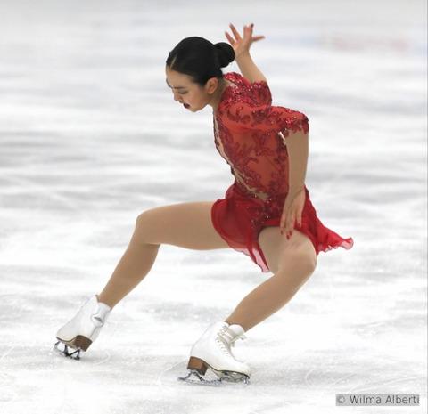 指先まで綺麗・・・今季一段と大人っぽく変化した浅田真央。リチュアルダンスはまた一つ素敵な代表作になりそうだ