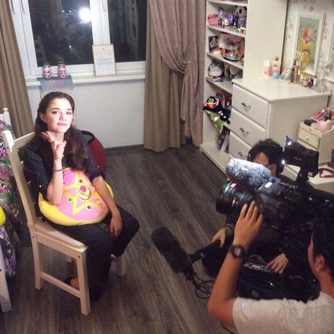 日本のTV取材でエフゲニア・メドベデワが自宅を公開?セーラームーンのクッションを膝の上に置く仕草が可愛い