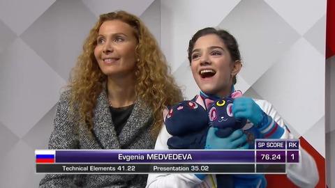 スケートカナダ2016。女子SP1位はエフゲニア・メドベージェワ、本郷理華が4位で宮原知子はまさかの5位発進