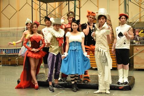 浅田舞が劇場一体型のマネキンチャレンジに挑戦。お客さんも一緒になって時間が止まる