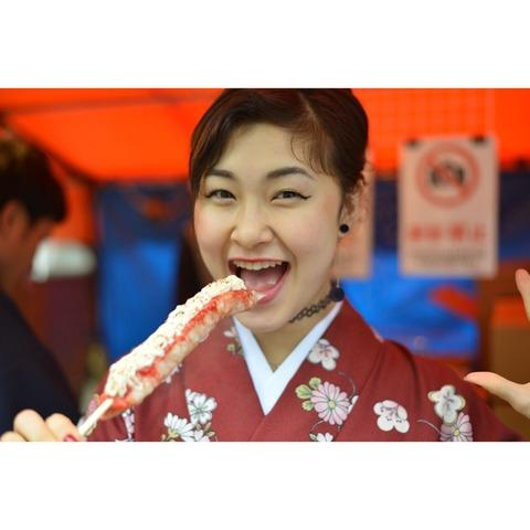 村上佳菜子選手がとっても可愛い着物姿で街をお散歩。