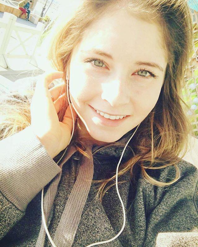 充実した笑顔。リプニツカヤが美少女から大人の美女へ変貌。