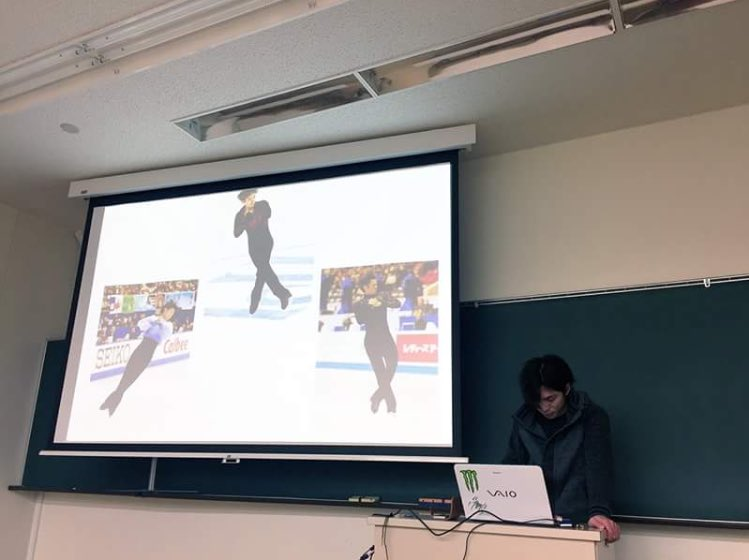 田中刑事が卒業研究の中間発表を行いプレゼンテーションでフィギュアスケートを題材に