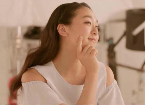 大人の魅力を醸し出すアルソアの浅田真央は何度見ても美しい