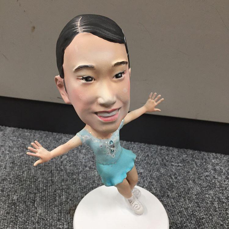 三原舞依ちゃんのお人形も完成。国別対抗戦の為に準備されている人形の出来がユーモアあるけど似ていないと話題に