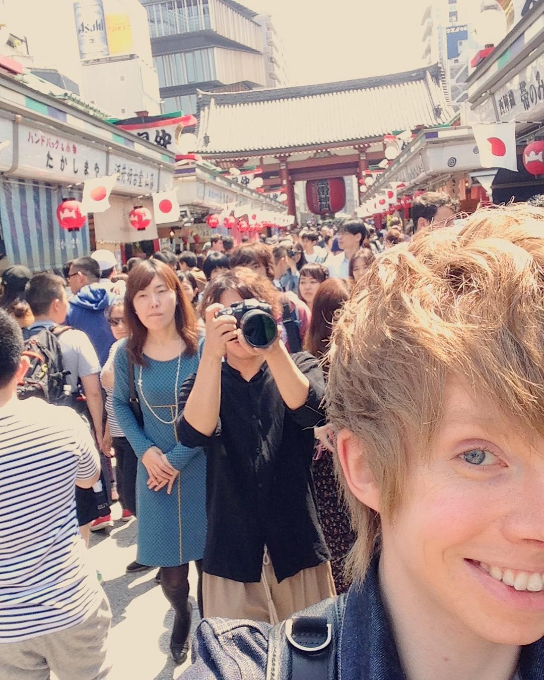 日本観光を満喫中のケヴィン・レイノルズ選手。今度は浅草に登場