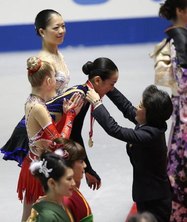 橋本聖子会長も浅田真央に労い「今日のスケート界の躍進は浅田の大活躍のお陰」