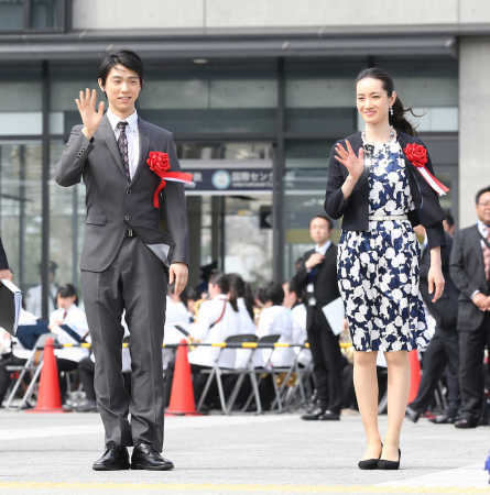 羽生結弦選手が現役引退を表明した浅田真央さんについて「挑戦の象徴のように感じている」と初めて公の場で話す