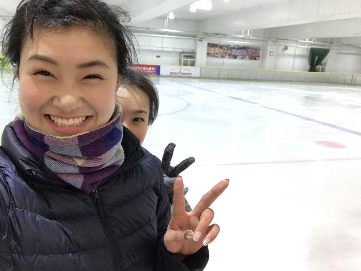 荒川静香さんのツイッターにプロ1日目の村上佳菜子ちゃんが登場。早速氷艶の練習かな?