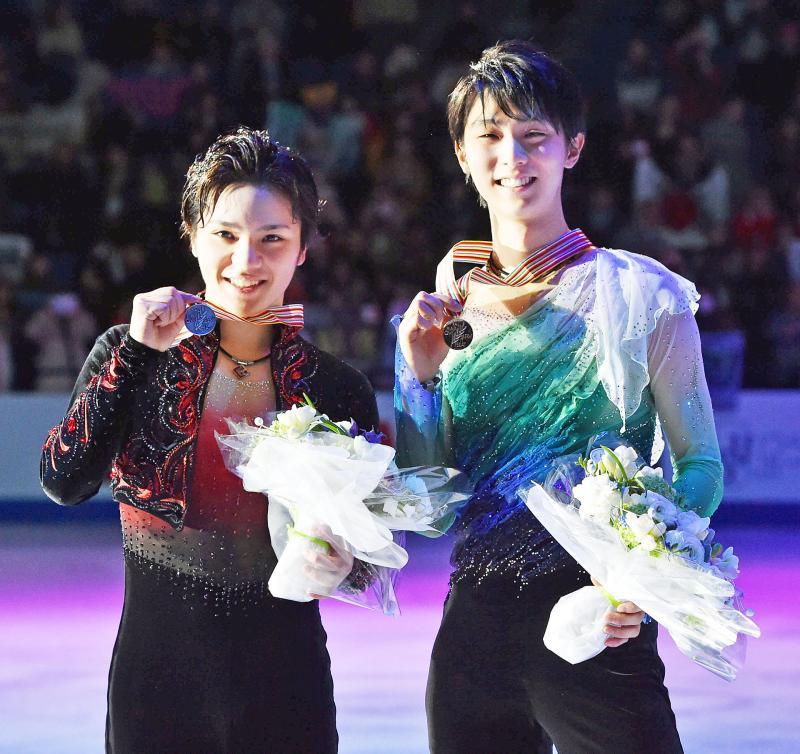 4月4日放送のみんなのニュースに羽生結弦選手と宇野昌磨選手が生出演。世界王者の凱旋帰国だ