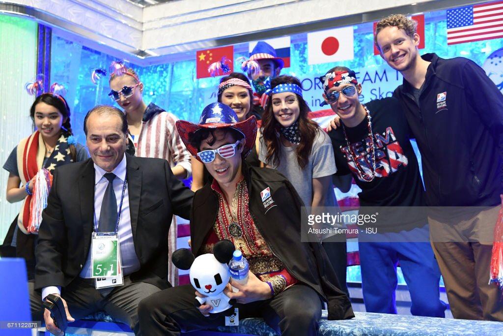 世界国別対抗戦2017。各国選手達の応援席でのコスチューム・パフォーマンスがどれも素敵。ボーヤンのお姫様抱っこも
