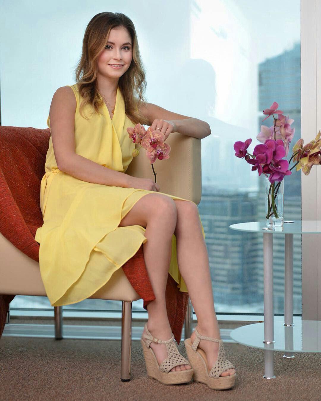 黄色いドレスを着こなすリプニツカヤの姿が美人過ぎる