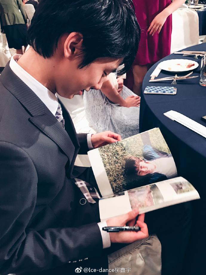 週末仙台にサインを求められる羽生結弦&お姫様抱っこを真正面から見ると素敵な笑顔にメドベージェワも興味津々