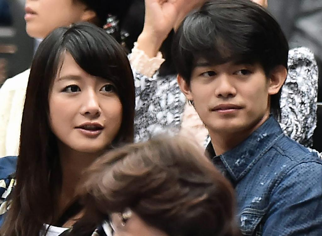 小塚崇彦氏がパパに。大島アナが第1子女児を出産。娘さんは「やや夫に」似ているとの事