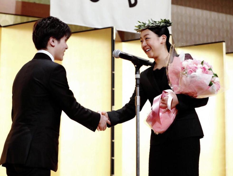 スケート連盟の表彰祝賀会で宇野昌磨選手からの花束に浅田真央「頼もしく感じた」