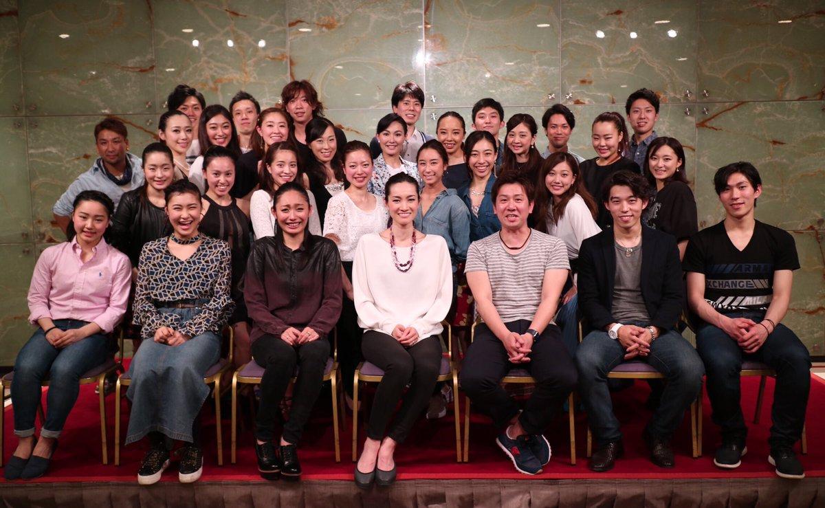 プリンスアイスワールド2017横浜公演の打ち上げに出演者が参加。みんな仲良くて楽しそう