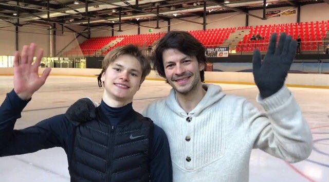 コーチのステファン・ランビエールと生徒のデニス君がファンタジーオンアイス初出演に関してメッセージを公開