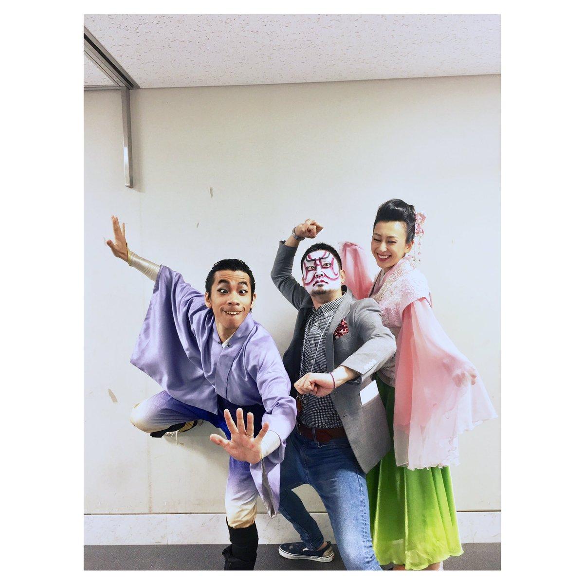 氷艶2017二日目無事終了。浅田舞さんが織田信成さんと宮本賢二さんとの迫力ある3ショット写真を公開。