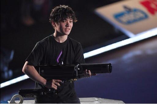 BS朝日で本日21時からFaOI2017幕張公演を放送。宇野昌磨選手もバズーカ―砲を持って楽しそうだ