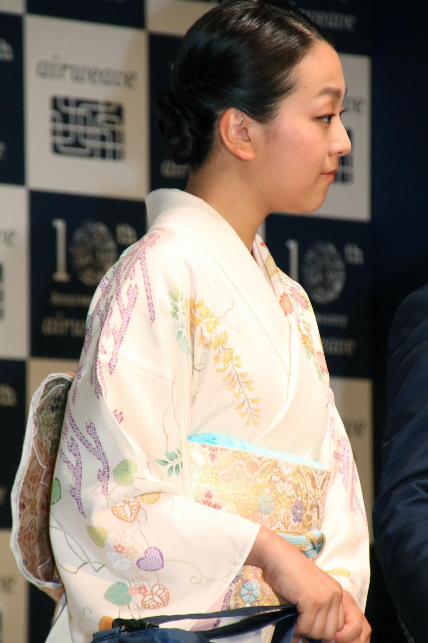 今週のファッションチェックに浅田真央。京友禅の着物姿にうっとり