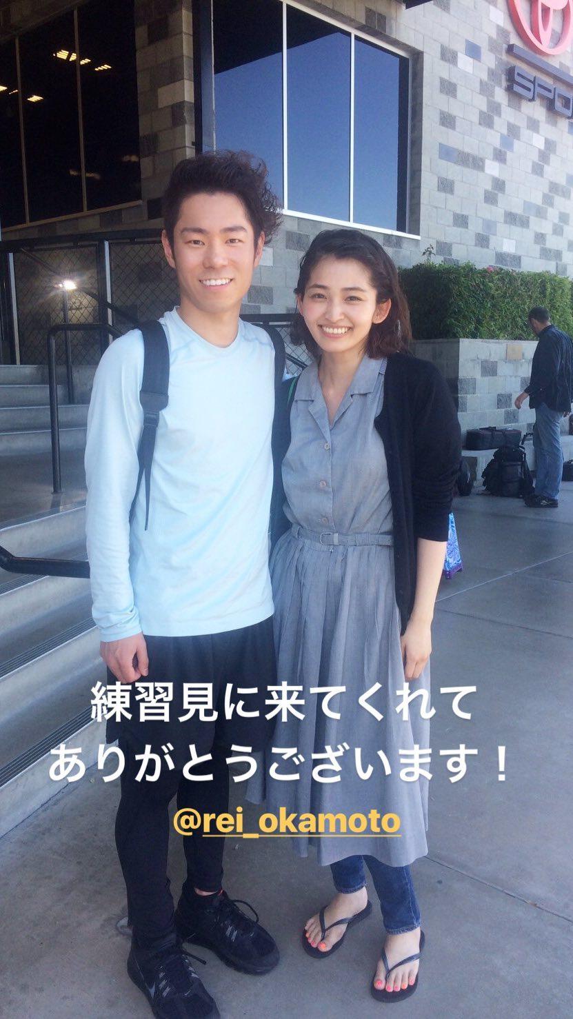 女優の岡本玲が村上大介選手の練習現場に駆け付け仲良くツーショット