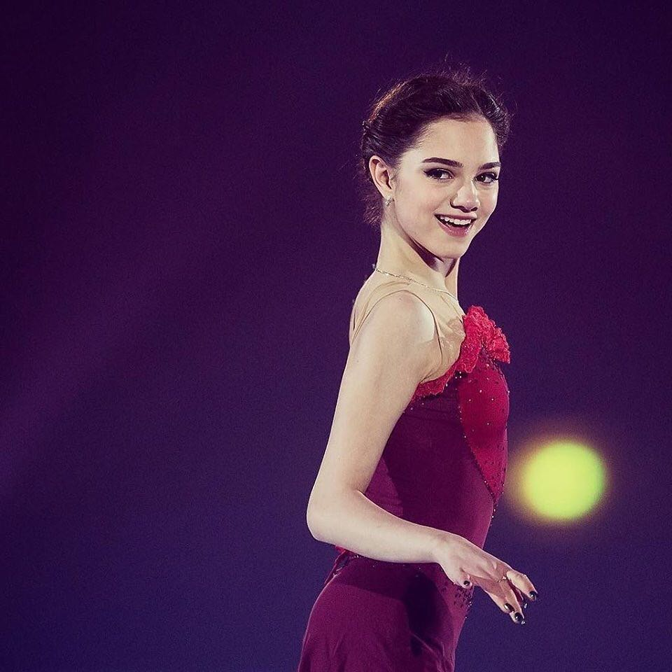 ロシアのメドベージェワが世界の美しい顔100の候補者に選出