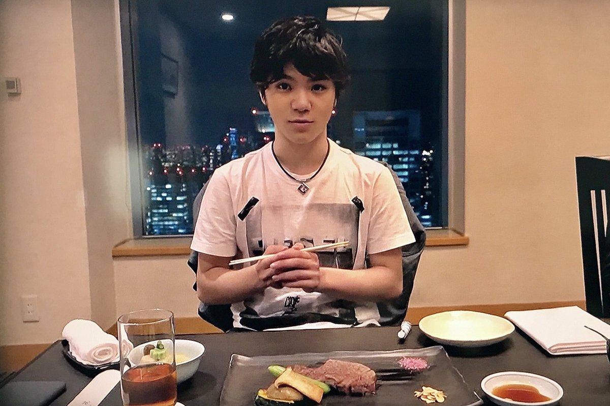 彼氏とご飯なうに使えそうな宇野昌磨選手との食事風景。ファンにとってはご馳走に違いない