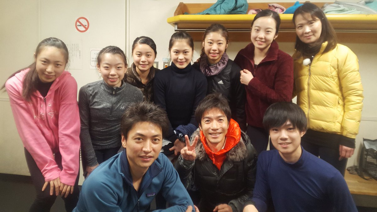 関西大学カイザーズフィギュアスケートクラブで宮原知子選手ら濱田組が集まって記念撮影。
