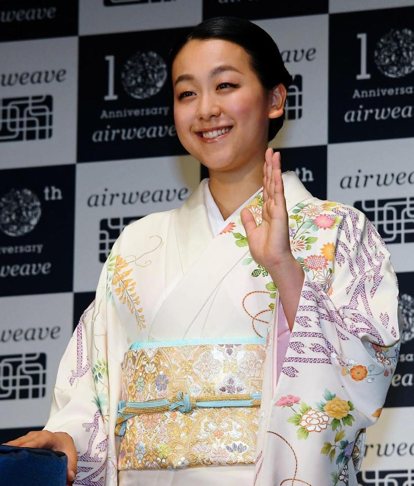 浅田真央が艶やか着物姿を披露「エアウィーヴ」の新CM発表会に出席。意外な睡眠の事実を明かす